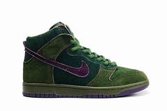 textile(0.0), magenta(0.0), brown(0.0), aqua(0.0), maroon(0.0), leather(0.0), turquoise(0.0), teal(0.0), athletic shoe(0.0), outdoor shoe(1.0), running shoe(1.0), sneakers(1.0), footwear(1.0), purple(1.0), violet(1.0), shoe(1.0), green(1.0), skate shoe(1.0), suede(1.0),