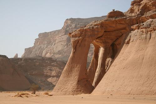 africa sahara landscape desert libya mcmanus rockformation acacus