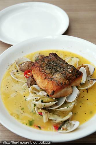 Double bay australian restaurant and bar themoose for Australian cuisine singapore