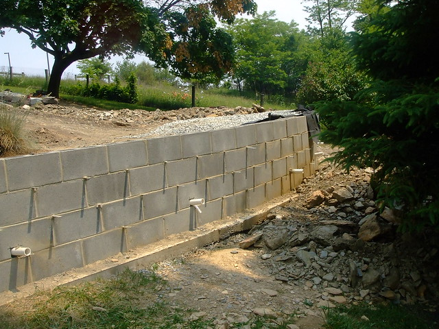 Concrete block retaining wall drainage flickr photo Cinder block retaining wall
