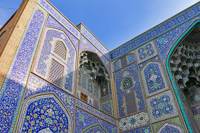 Blue tiles of Sheikh Lotfollah mosque, Isfahan イスファハン、マスジェデ・シェイフ・ロトゥフォッラーの青いタイル装飾
