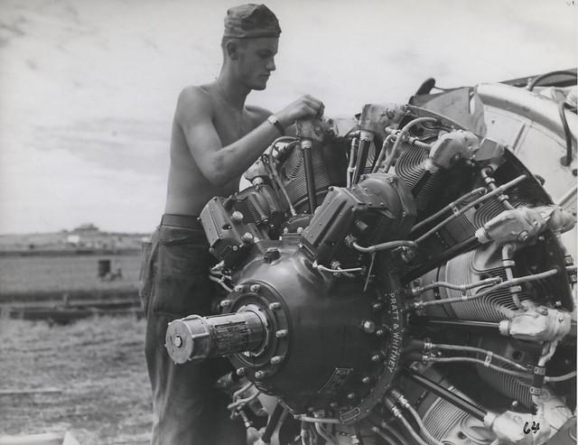 Marine mechanic, Guadalcanal, November 1942 | Flickr ...