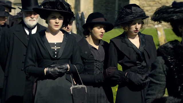 DowntonAbbeyS01E01_funeral_Maryblack