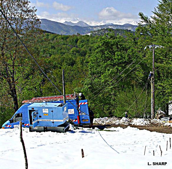 réparations des lignes électriques après les chutes de neige du 4 mai 2010 météopassion