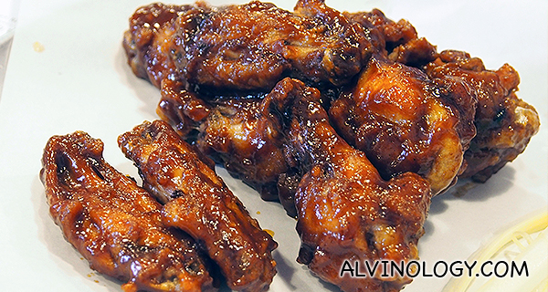 BBQ wings (S$9.50 for 10 pieces)