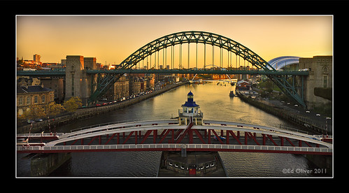 newcastleupontyne swingbridge tynebridge milleniumbridge thesage thebaltic rivertyne sunrise cityscape outdoor photoborder river water buildings bridge riverside quayside gateshead views2k 2011