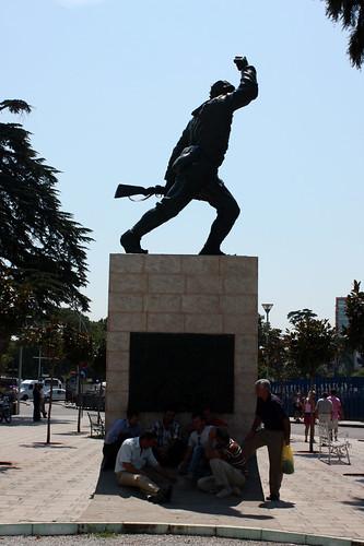 Jugando en Tirana, Ushtari i Panjohur