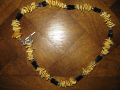 amber(0.0), chain(0.0), gold(0.0), yellow(1.0), jewellery(1.0), bracelet(1.0), necklace(1.0),