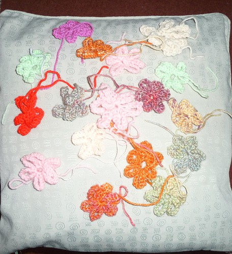 Knitted Flowers from Annie and The Castaways Knitting Group.
