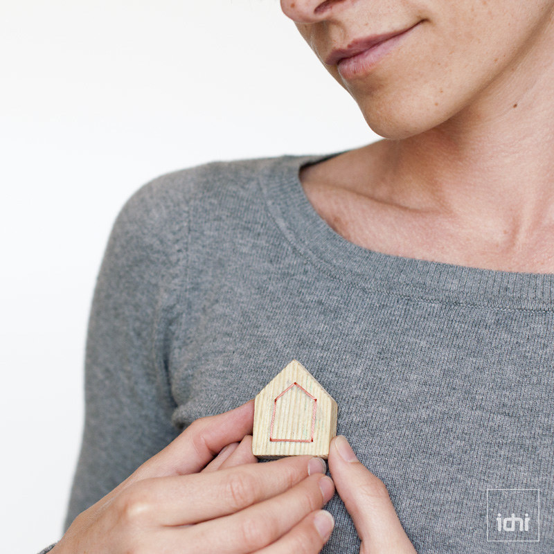 wooden house brooch in salmon 1