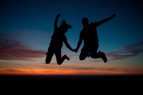 無料写真素材, 人物, カップル, シルエット, 跳ぶ・ジャンプ, 人物  朝焼け・夕焼け