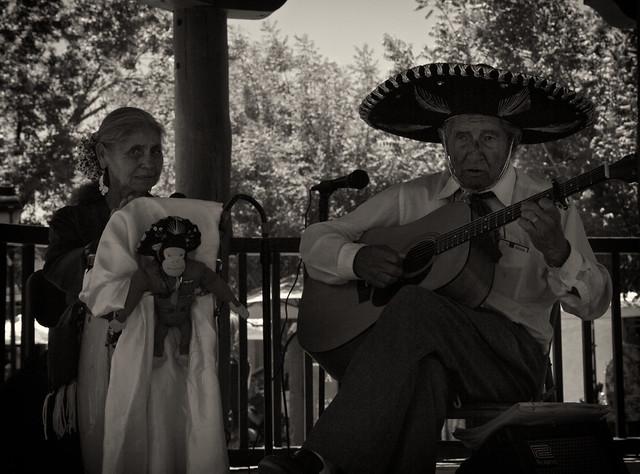 El Mariachi y Su Esposa