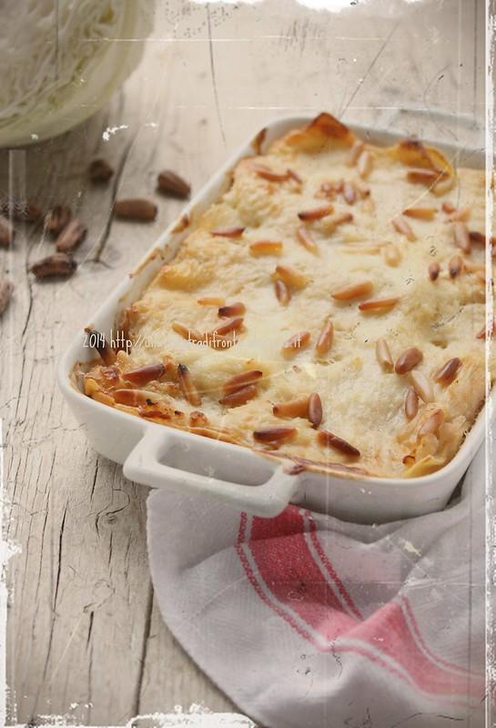 Lasagne di semola con cavolo cappuccio, scamorza affumicata e pinoli