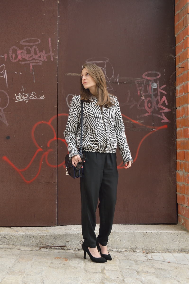 lara-vazquez-madlula-blog-style-fashion-trends-black-on-black-geometric-bomber