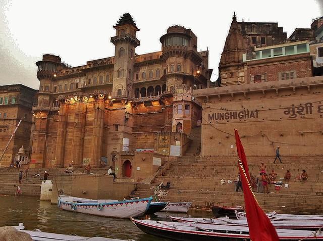 INDIEN, india, Varanasi (Benares) frühmorgends  entlang der Ghats (Munshighat), 14429/7309