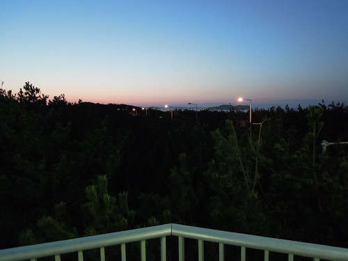 辻堂の歩道橋より見える未明の江ノ島