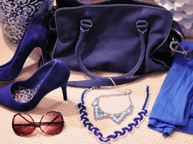 blue bag-blue accessories-vintage necklaces