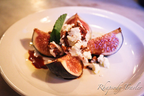 Fresh Figs and Goat Cheese with Balsamic