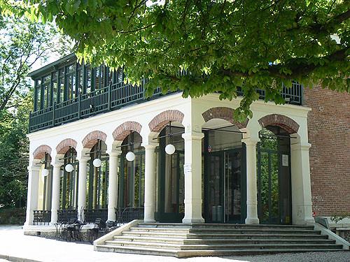 pavillon buttes chaumont.jpg