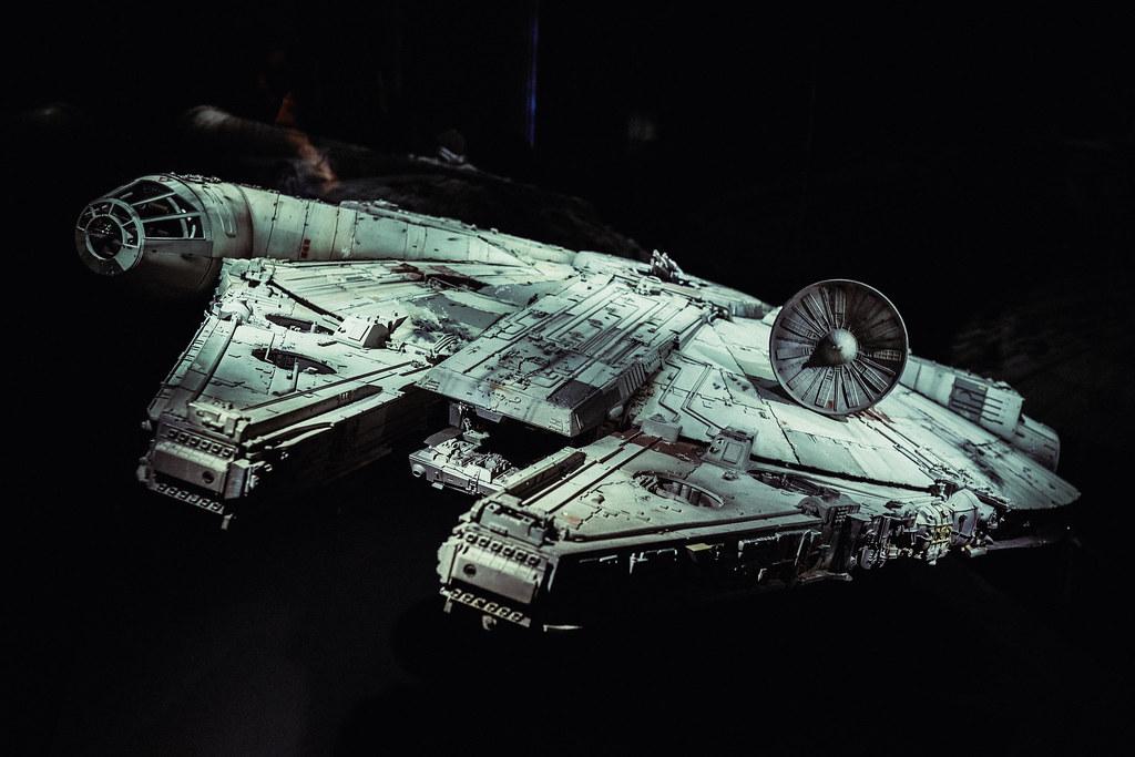 Millennium Falcon (Full)