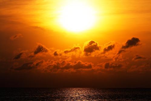 [フリー画像素材] 自然風景, 朝焼け・夕焼け, 空, 雲, 水平線, 太陽 ID:201204222000