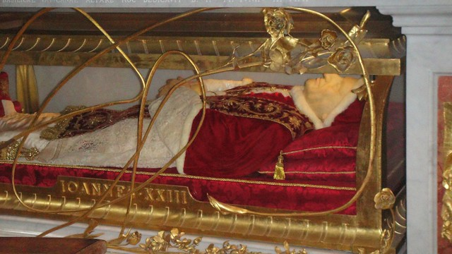 Body of Pope John XXIII - - St. Peter's Basilica, Vatican ...