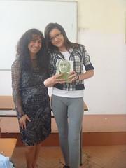 regalando a Polina Vladimirova mi poemario Esperanza traducido al bulgaro