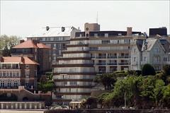 14 - Promenade en bateau en baie de Saint-Malo Autre point de vue sur Dinard Immeubles de la plage de l'Ecluse