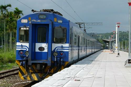 EMU410+409、三民站