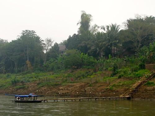 Barca en el río Nam Kham
