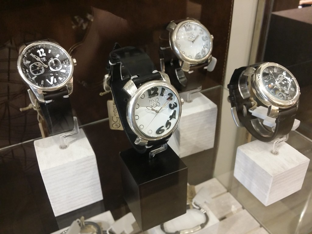Uno-de-50-watch