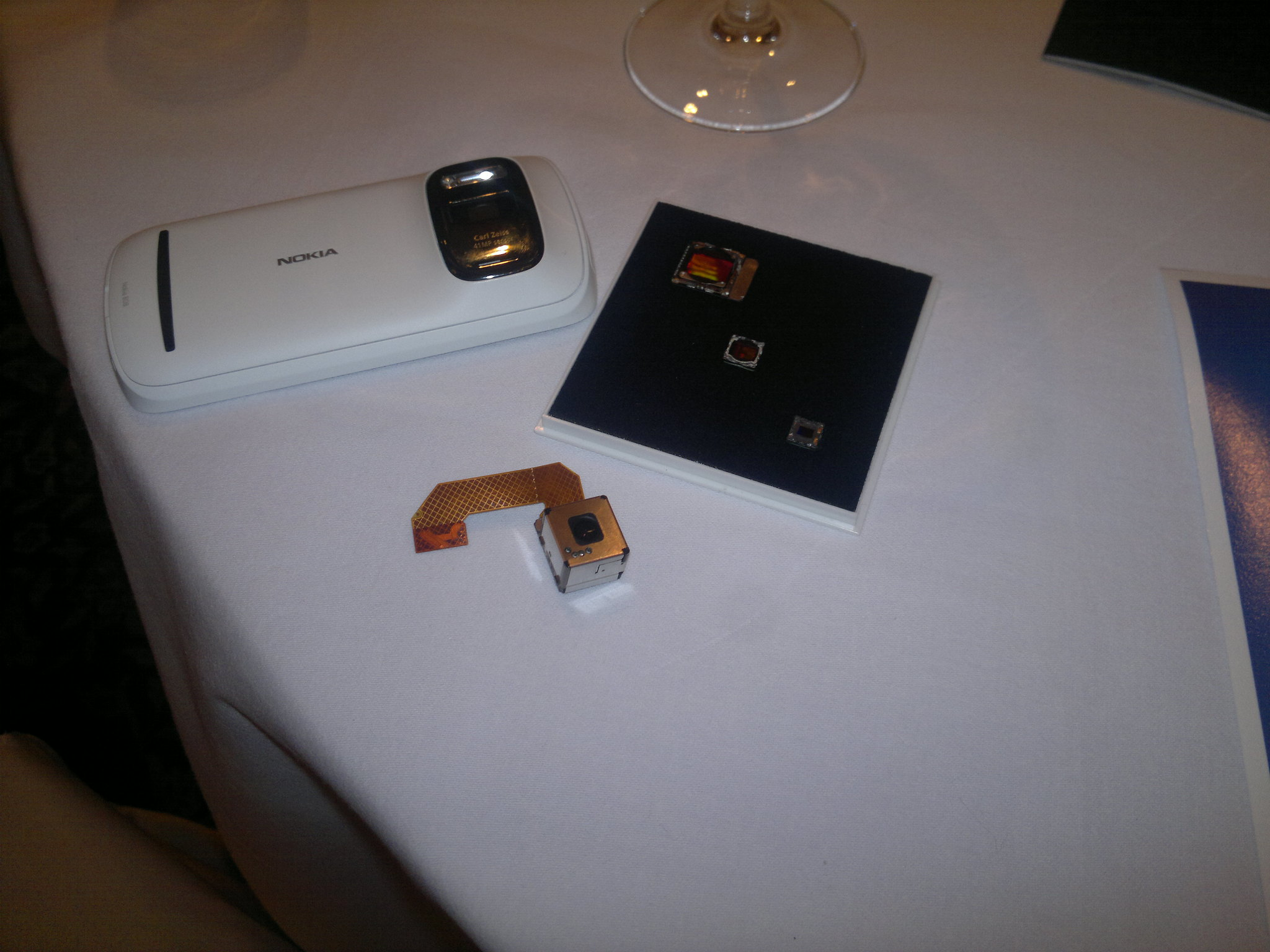 Nokia 808, Sensor and Sensor comparison