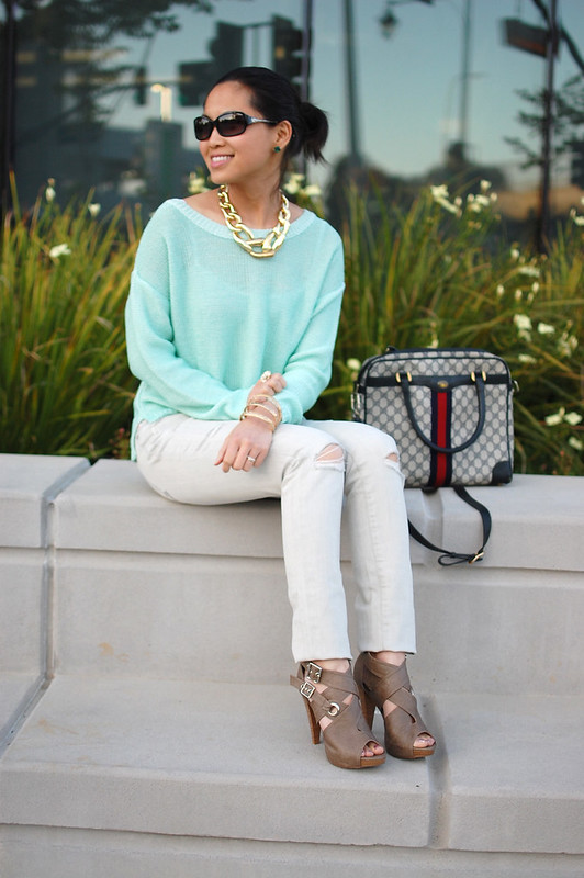H&M mint loose knit sweater and Rachel Zoe gold link necklace