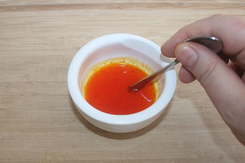 22 - Safran in warmen Wasser auflösen / Dissolve saffron in warm water