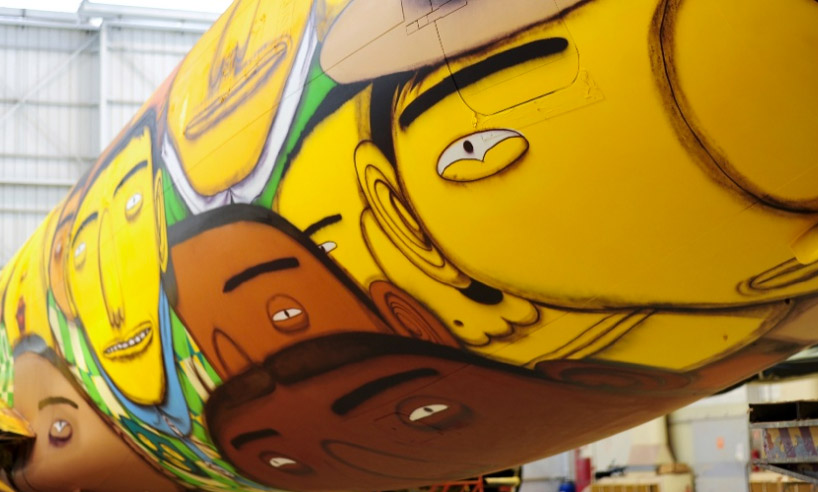 os-gemeos-graffiti-the-brazilian-national-teams-world-cup-plane-designboom-06
