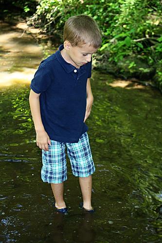 Nathan-looking-at-fish