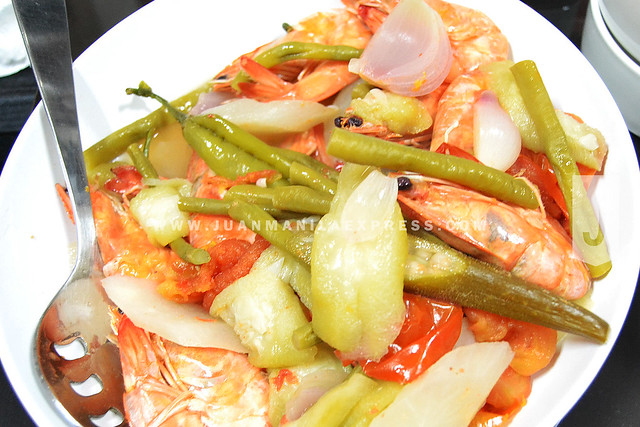 HEALTHY COOKING OPTIONS. You'll be surprised that you can cook Sinigang na Hipon without adding any water and still remain healthy. How? Read on.
