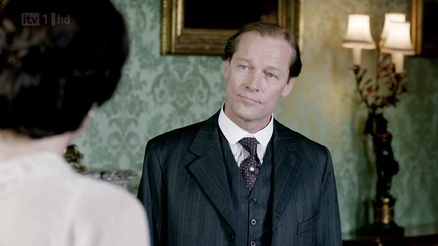 DowntonAbbeyS02E08_Carlyle_stripedsuit