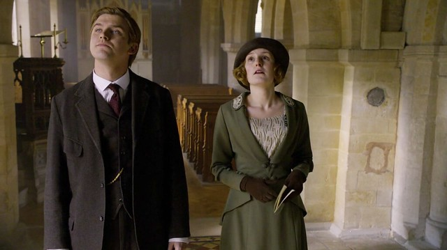 DowntonAbbeyS01E03_MatthrewEdith_seeingchurches