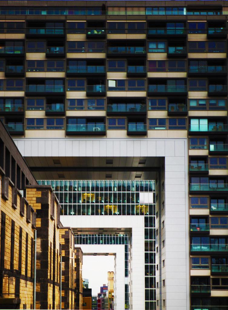 Interesting architecture in cologne (www.kunst-und-gedanke.de)