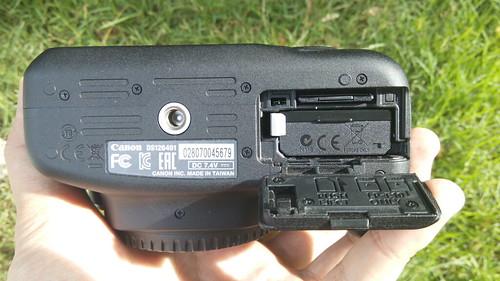 Canon EOS1200D ด้านล่าง