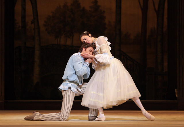 Alexandra Ansanelli as Natalia Petrovna and Ivan Putrov as Beliaev in A Month in the Country © Dee Conway/ROH 2008