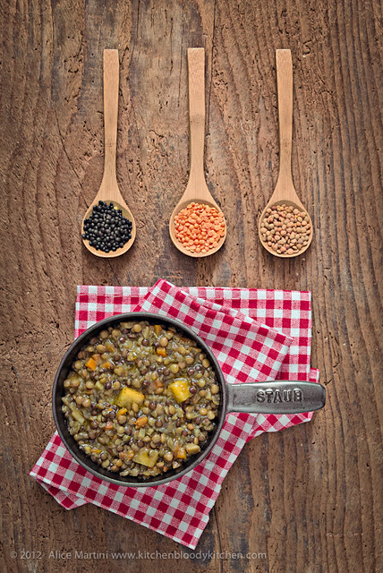 Lenticchie al curry, cumino e ananas nella cocotte in ghisa Staub