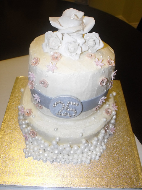 Pictures of 25Th Anniversary Cakes http://www.flickr.com/photos/designabledreams/5258441259/