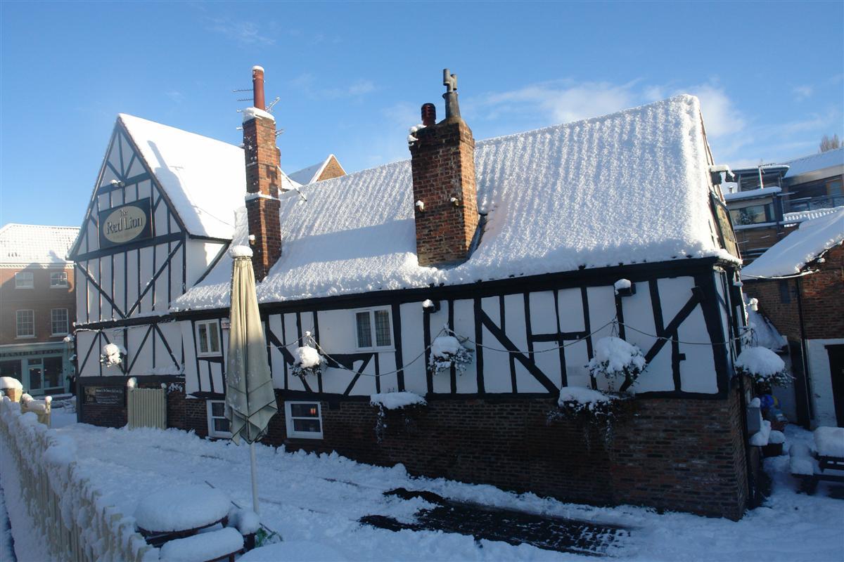 Red Lion Inn, uno de los innumerables Pubs que podemos encontrar en nuestro paseo por la ciudad. York, magia e historia tras la nieve - 5273533654 a9cf0c72d6 o - York, magia e historia tras la nieve