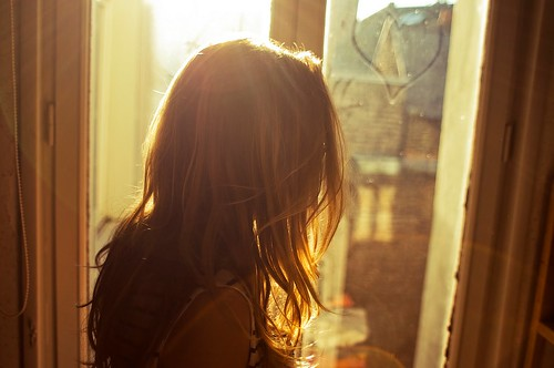 LE LOVE BLOG LOVE IMAGE PHOTO PICS SUNLIGHT GIRL LOOKING OUT WINDOW somewhere over the rainbow by Theo Gosselin, on Flickr