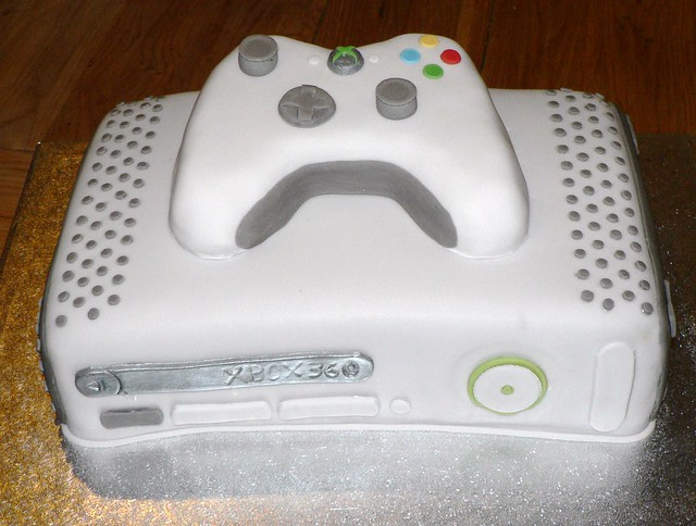 Xbox Birthday Cake http://www.flickr.com/photos/jackyscakes/5260378690/