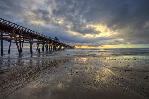 ef14mmf28liiusm canon eos5dmarkii seascape landscape rain sunset pier twilight sky cloud perspective reflection light color tone dramatic wideangle beach sand horizon sanclemente orangecounty california unitedstates usa