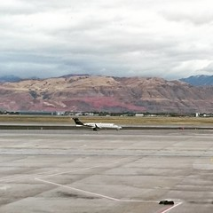 Mountains. It makes me feel in Salta,  AR.. #mountains #saltlakecity #cool #fall #travelgram #travel #viajar #usa #montaña #airport #colorful #norule #instatravel #plane #outdoor #explore