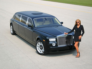 Rolls-Royce_Phantom_and_Car_Babe